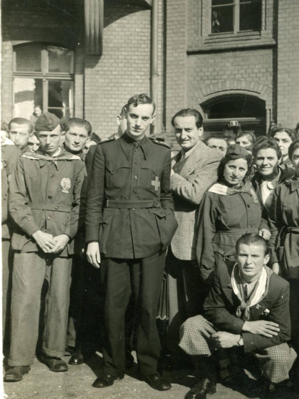 DON ANGELO COCCONCELLI CON LA DIVISA DA PARROCO MILITARE ARCHIVIO PARROCCHIA SAN PELLEGRINO, SLESIA TEDESCA 1940
