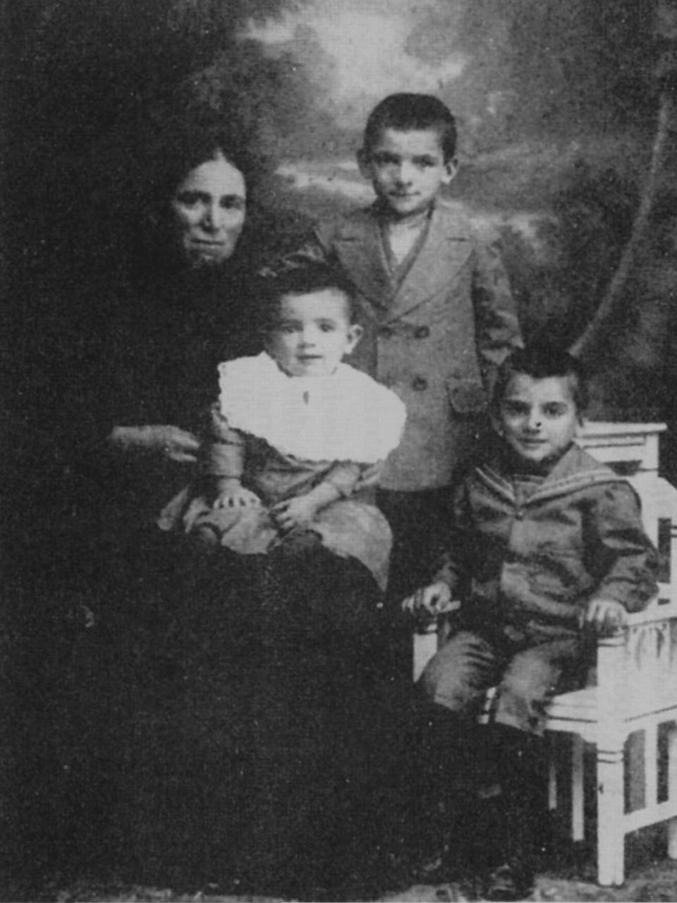 Maria Giglioli con figli