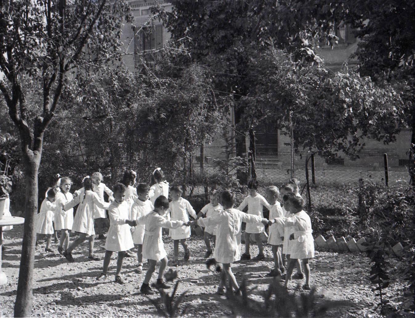 SCUOLE DELL'INFANZIA - BAMBINI DI UNA SCUOLA MATERNA ARCHIVIO SCUOLE E NIDI D'INFANZIA – ISTITUZIONE DEL COMUNE DI REGGIO EMILIA, REGGIO EMILIA 1949