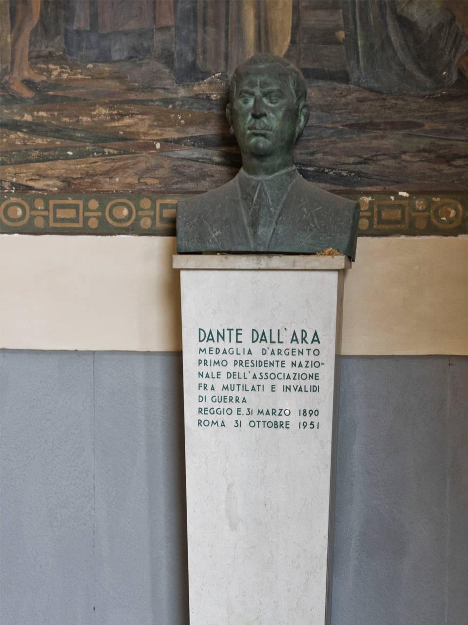 BUSTO DI DANTE DALL'ARA, PORTICO CASA DEL MUTILATO