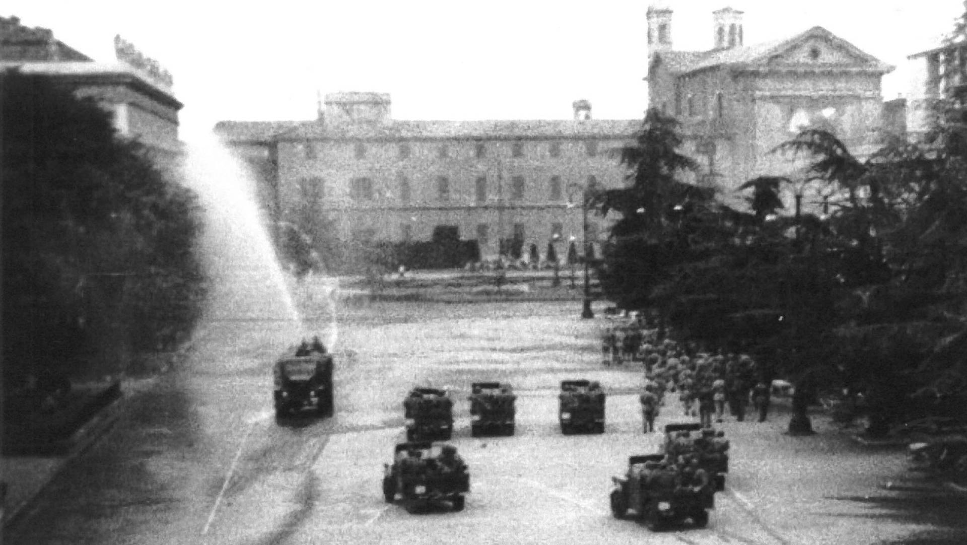 camion idrante in piazza