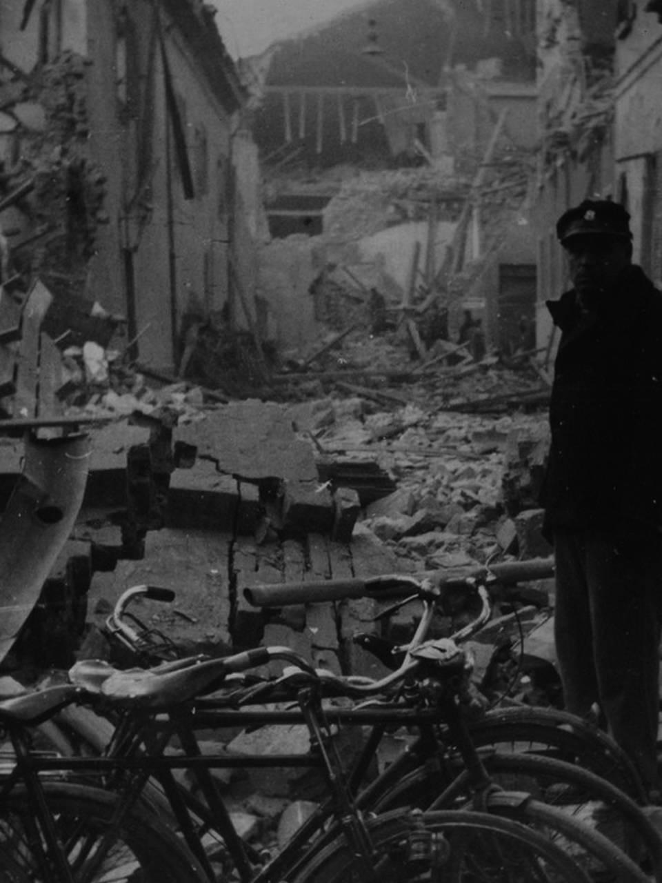 carcere e mercato bombardati