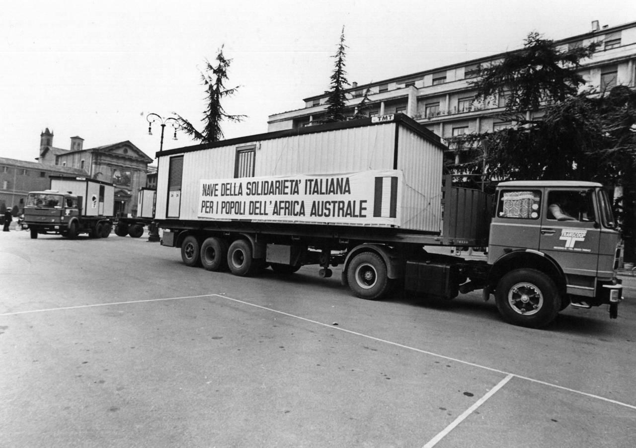 container piazza vittoria per genova