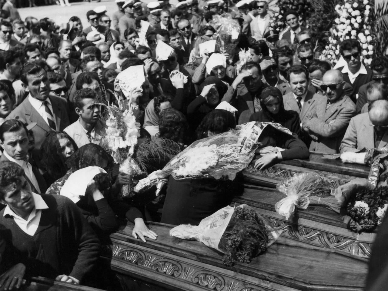 corteo funebre morti 7 luglio
