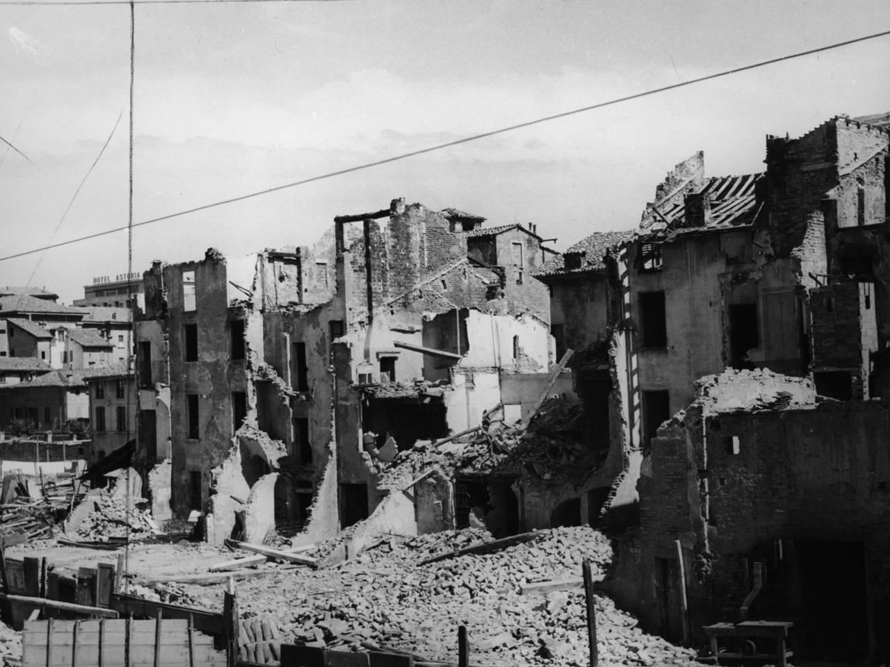 demolizione case via borgo emilio a Reggio Emilia