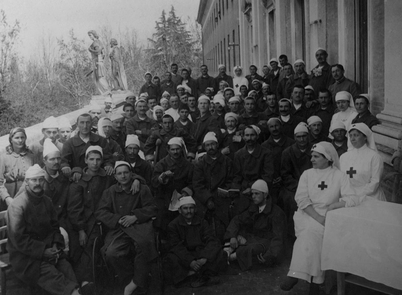 infermiere e soldati feriti fototeca biblioteca panizzi - reggio emilia 1918 ca.