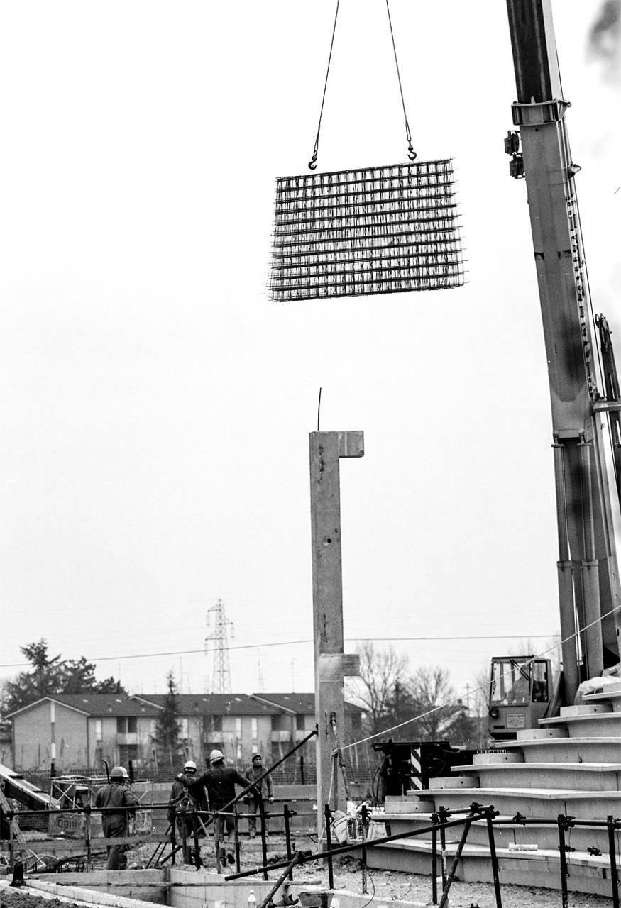 montaggio pali illuminazione stadio