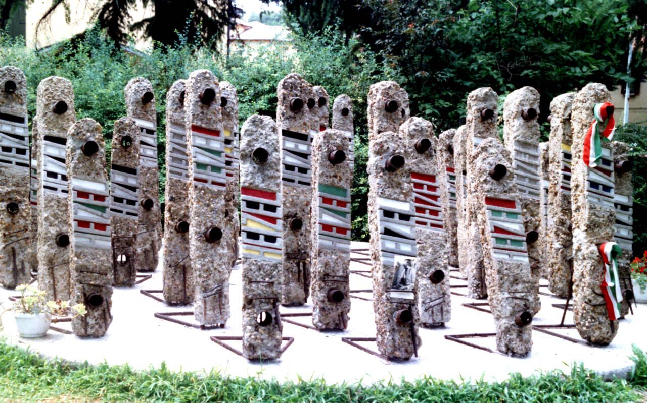 monumento fine anni 90