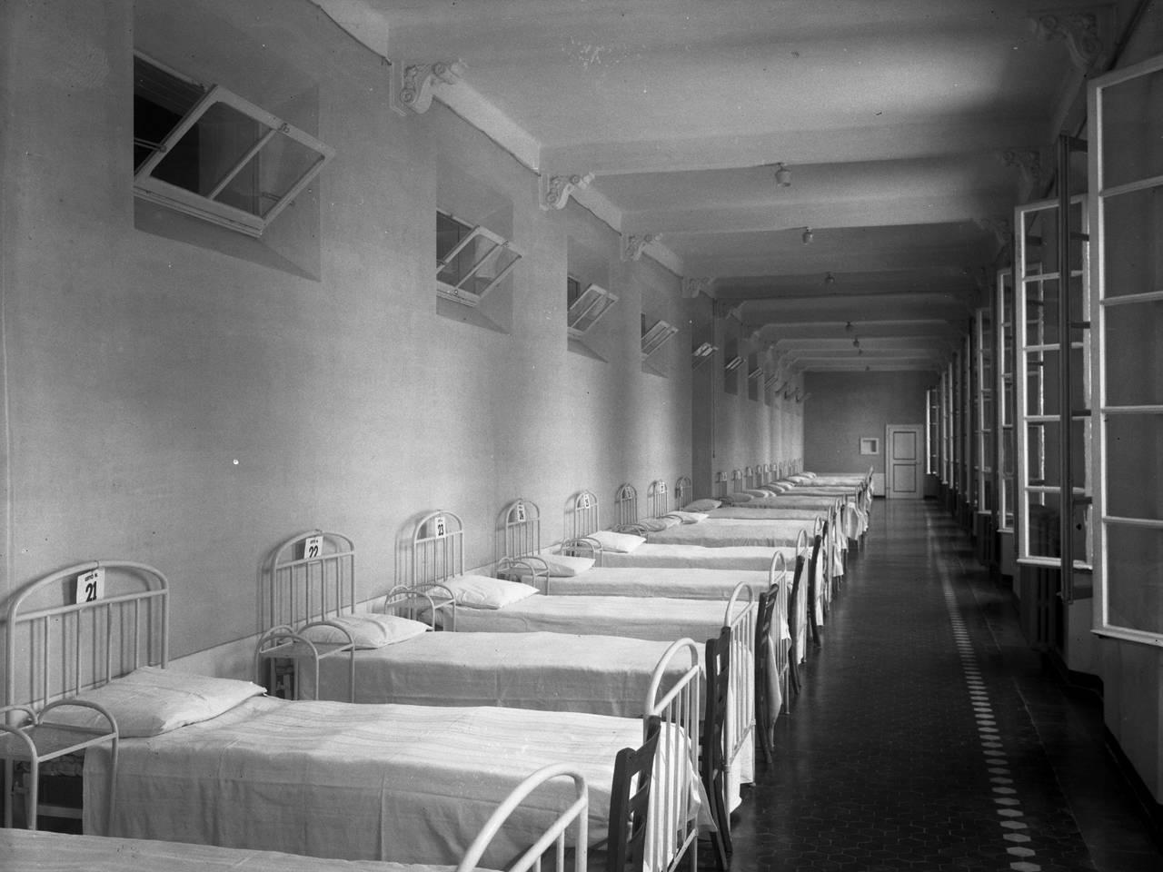 """interni ospedale di guerra """"santa caterina"""", palazzo della prefettura"""