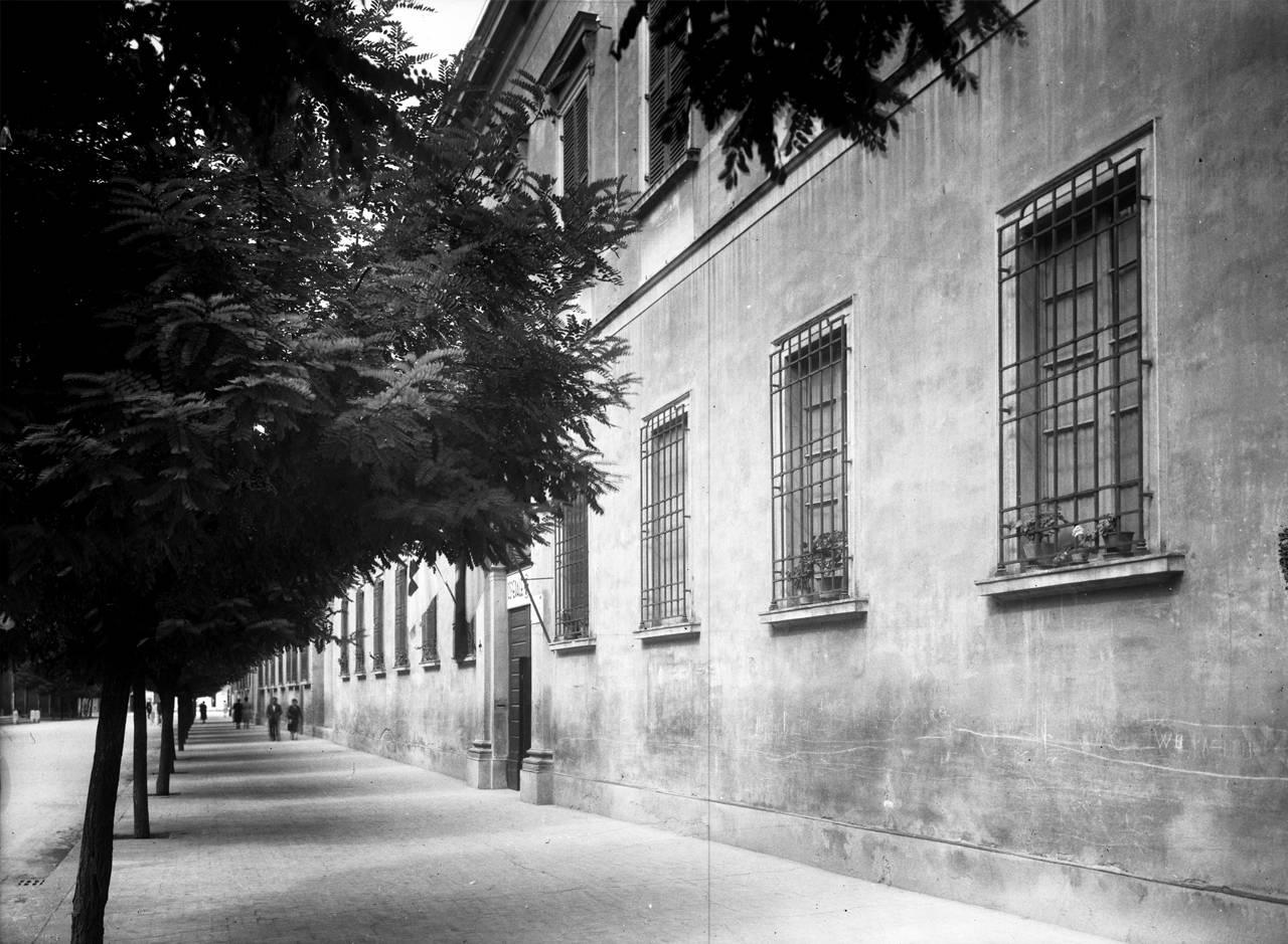 """Reggio Emilia: viale ospedale psichiatrico militare e ospedale di guerra """"santa caterina"""", 1916"""