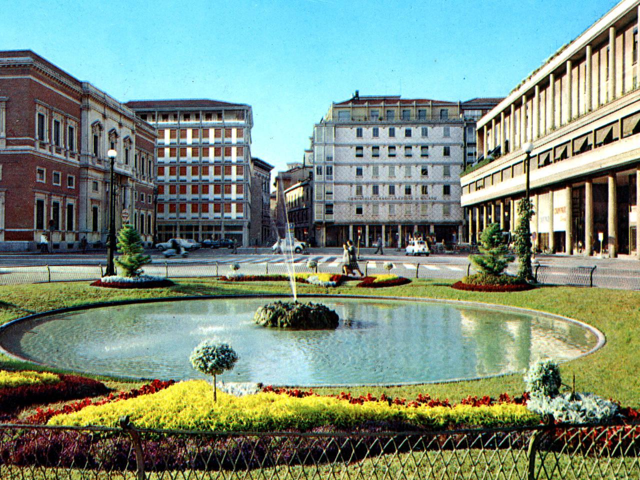 Piazza Cavour Reggio Emilia nel 1966
