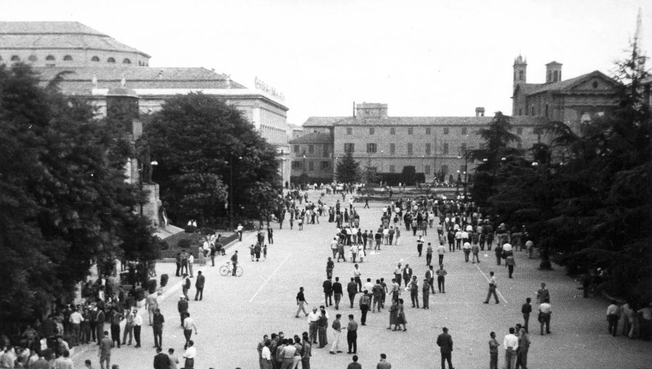 piazza prima arrivo polizia