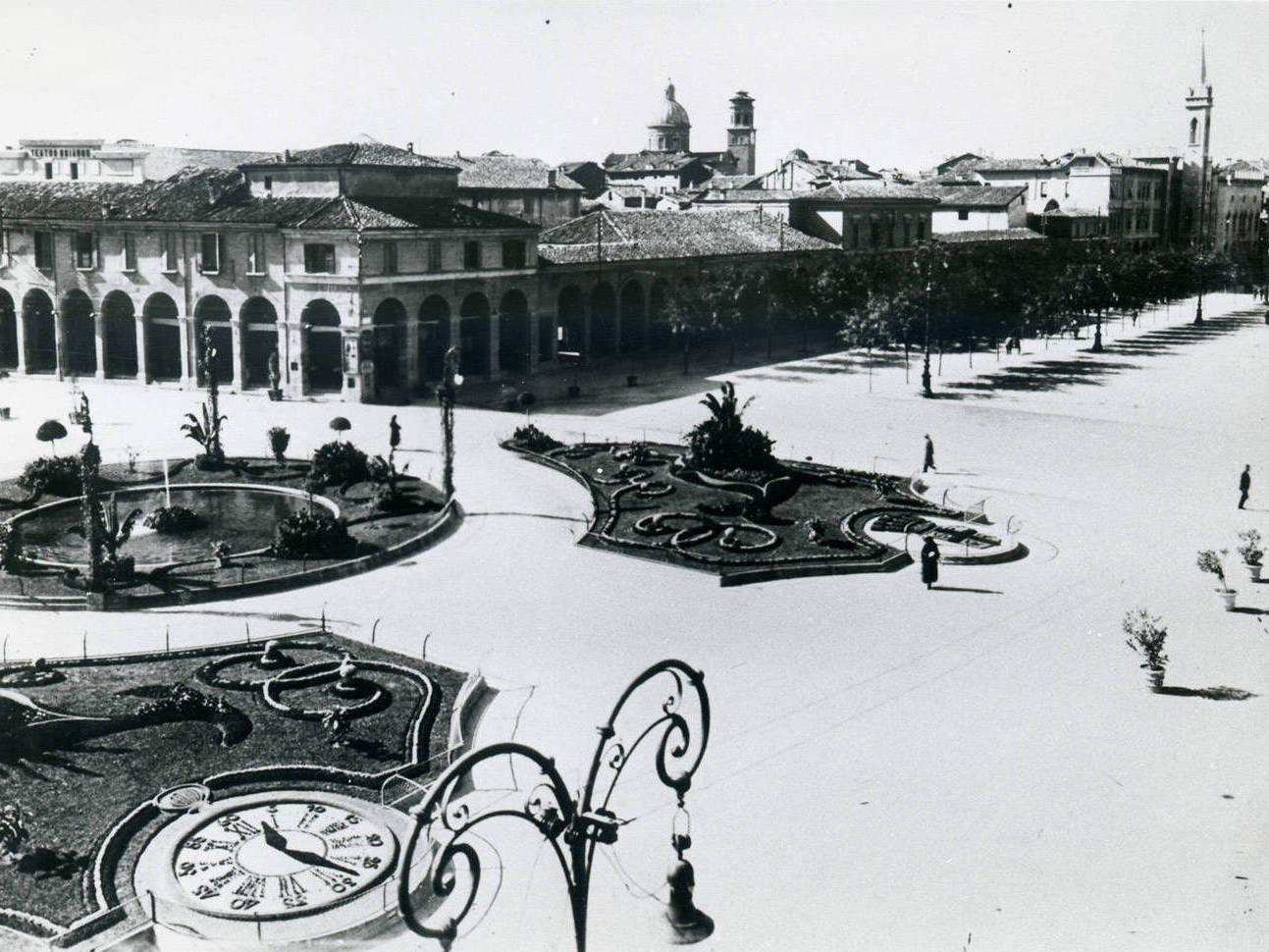 VEDUTE DI PIAZZA DELLA VITTORIA FOTOTECA BIBLIOTECA PANIZZI, REGGIO EMILIA ANNI '20, '30 E '50