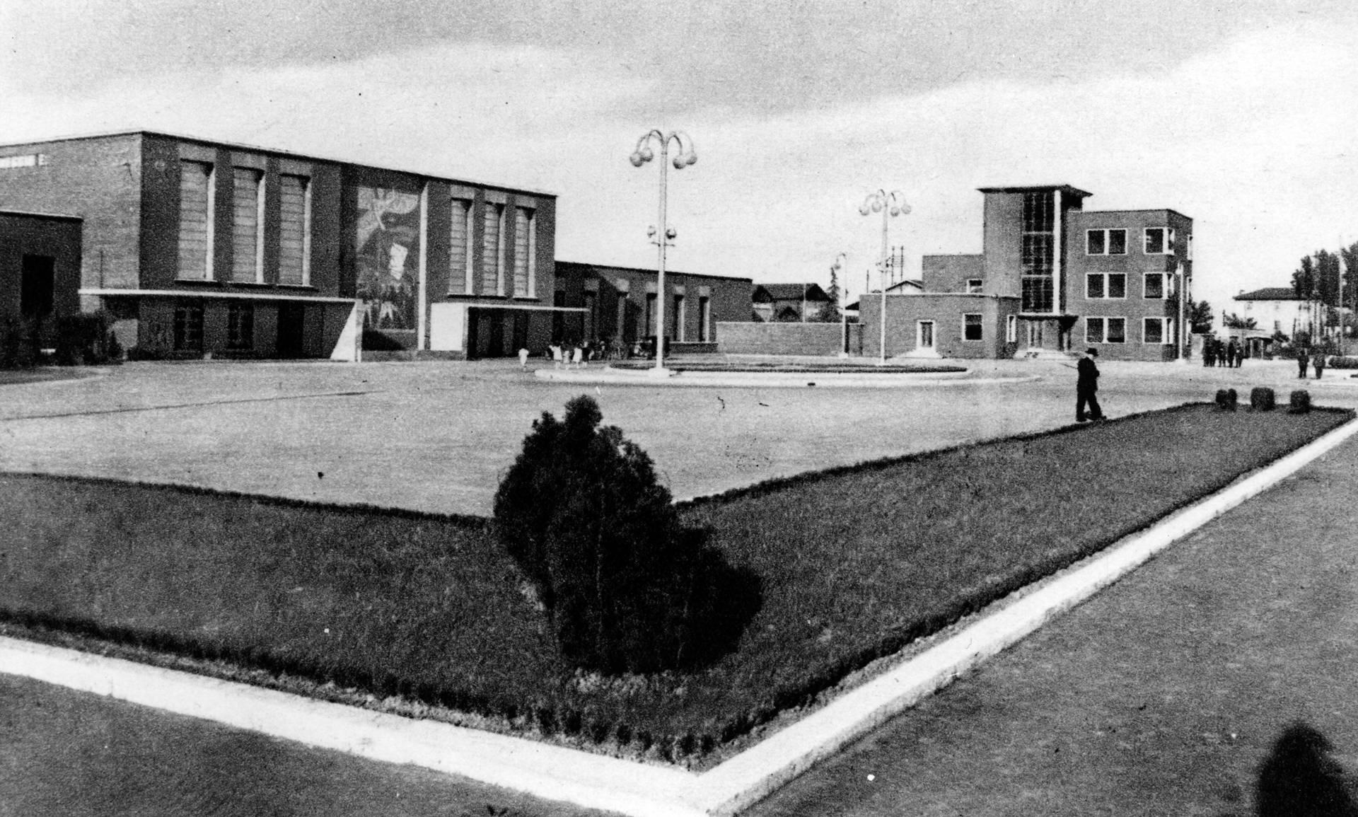piazzale stazione ferroviaria di Reggio E. - Archivio storico