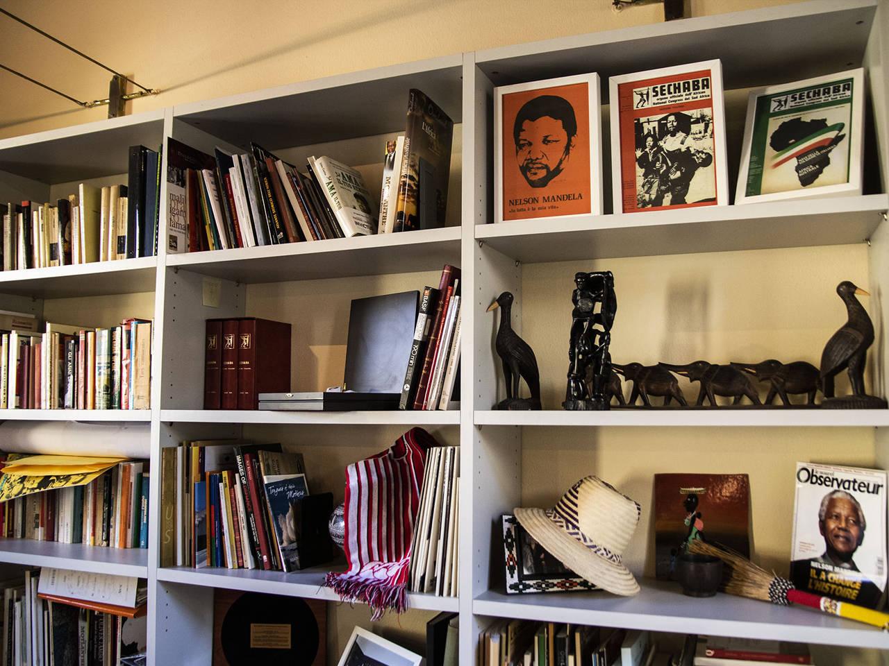 scaffale libreria africa