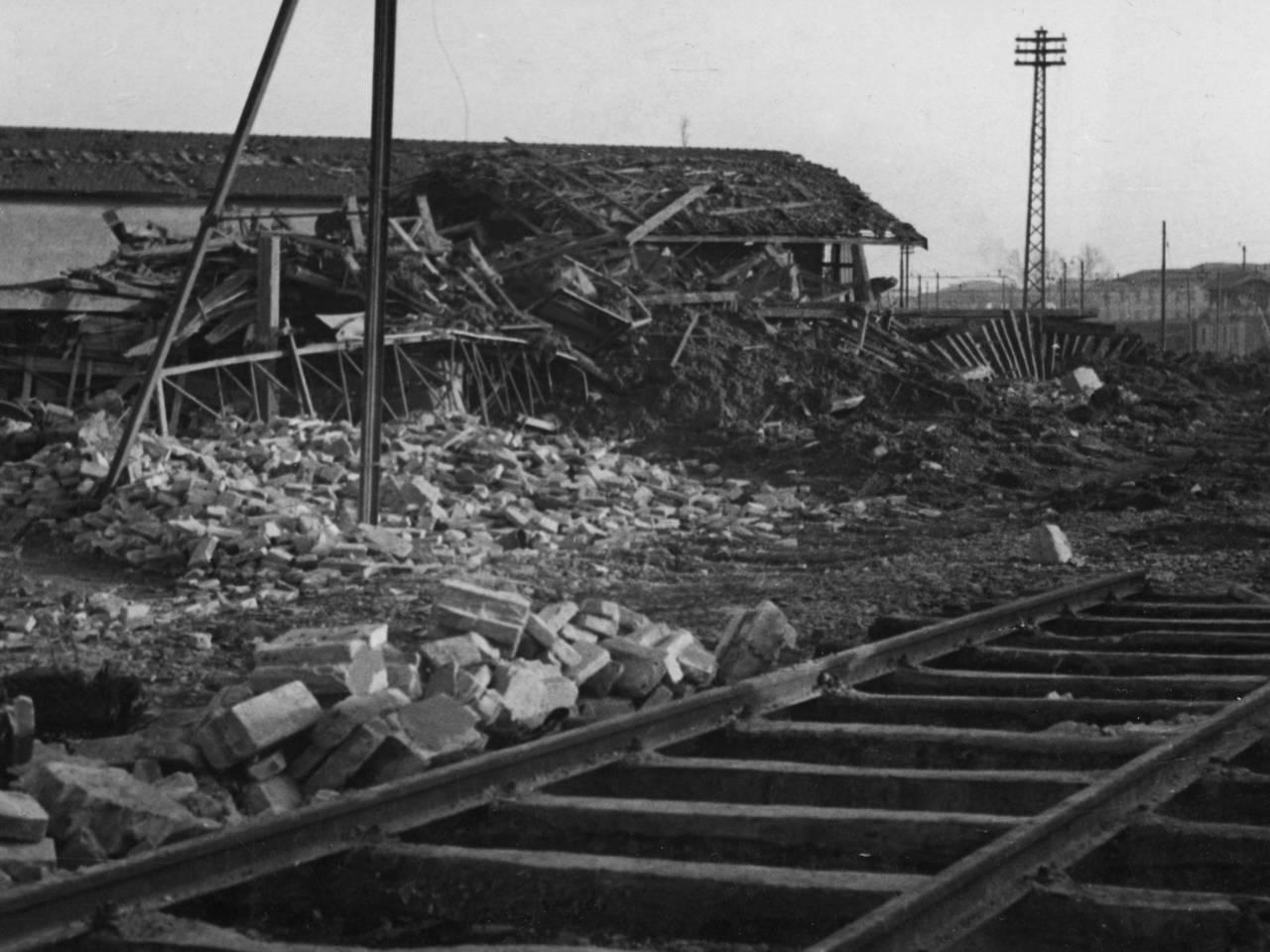 stazione dopo bombe