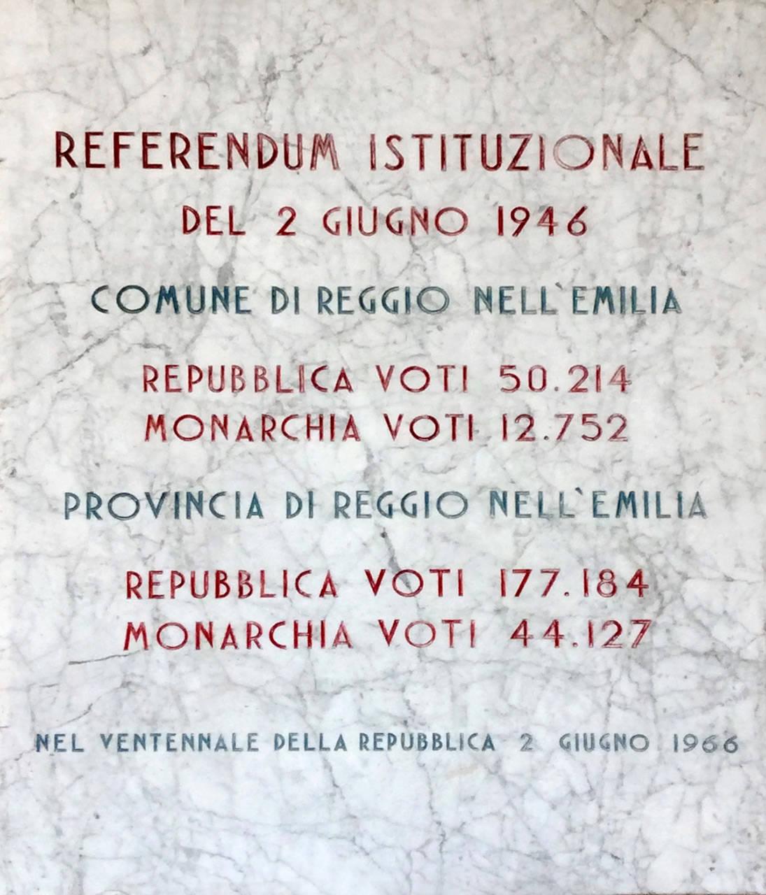 REFERENDUM 2 GIUGNO 1946 - TARGA CON I RISULTATI DEL REFERENDUM DEL 2 GIUGNO 1946, COLLOCATA SOTTO AL PORTICO DELLA SEDE DELLA PROVINCIA