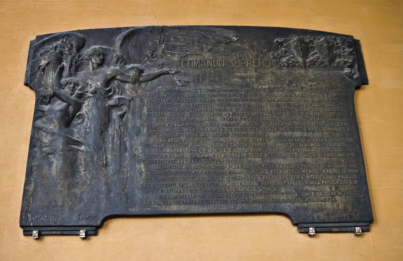 Bollettino della vittoria firmato A. Diaz, oggi nel portico della Galleria Parmeggiani