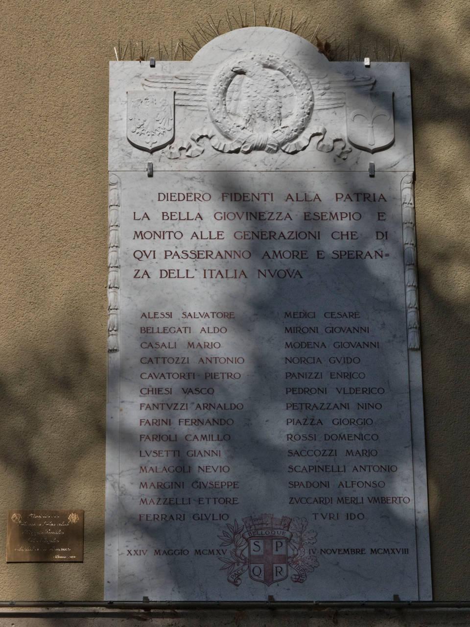 targa commemorativa studenti morti nella prima guerra mondiale, piazza card. s. pignedoli Reggio Emilia
