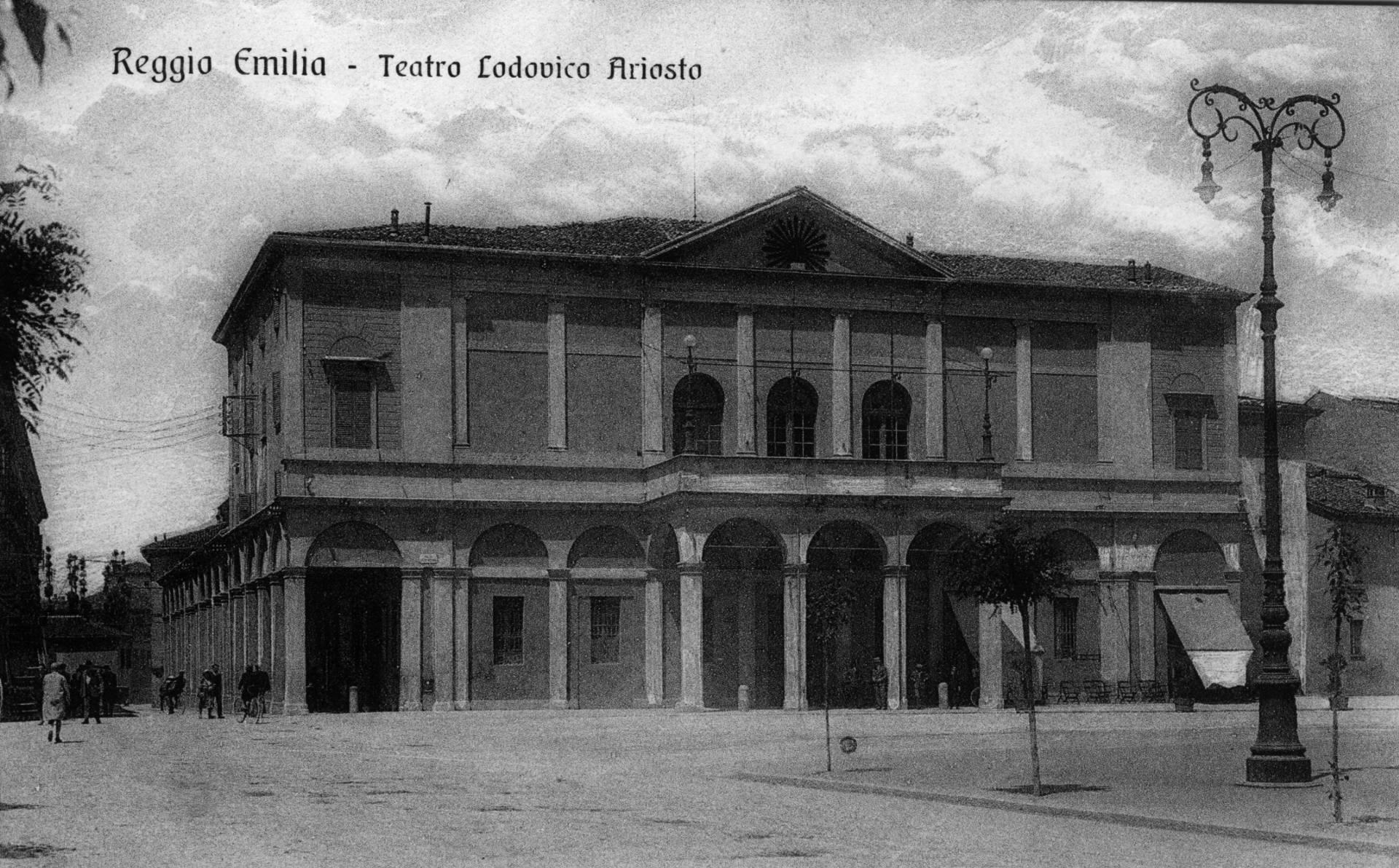 Foto storica Teatro Ariosto di Reggio Emilia in Piazza della Vittoria