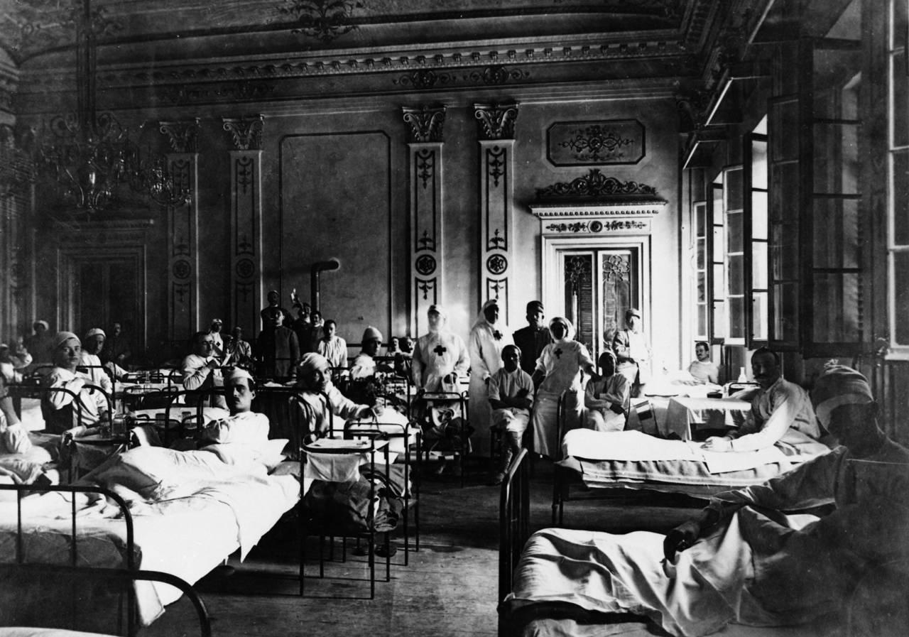 teatro valli: ospedale militare nella sala del casino, teatro municipale fototeca biblioteca panizzi, foto roberto sevardi - reggio emilia 1918