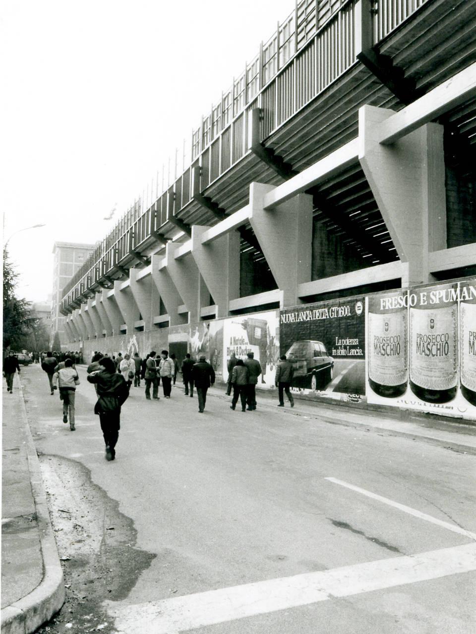 tifosi diretti allo stadio mirabello