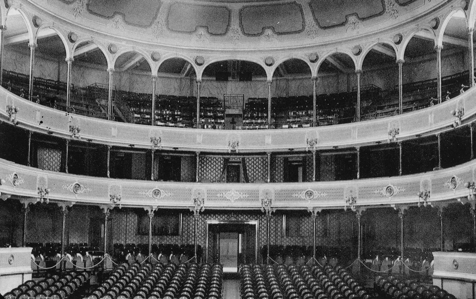 veduta interna teatro ariosto